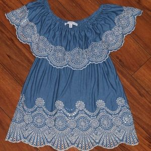 Flowy blue blouse with white lace detail
